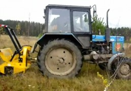 Мулчер измельчитель навесной на тракторе Беларусь